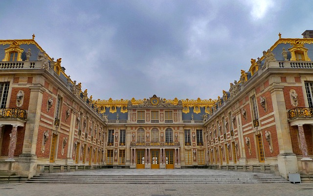 Charles de Gaulle to Versailles